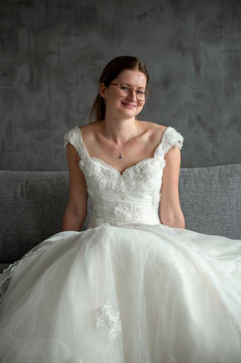 ULYKKE? At det skulle bringe ulykke å kjøpe en brudekjole med en forhistorie, tror ikke Randi Kleppe noe på.