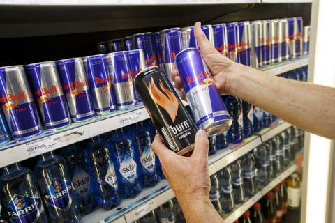 STRENGERE KRAV: Forbrukerrådet vil innføre 18-års aldersgrense på energidrikke.