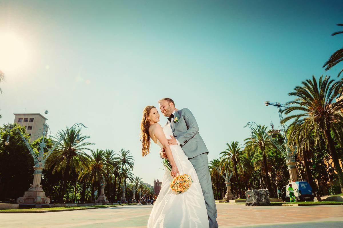 26f86365 ... og Christian Berg giftet seg i Sjømannskirken i Barcelona i juni. - Vi  ville gjøre noe annerledes på dagen vår. Og det ble billigere enn et bryllup  ...