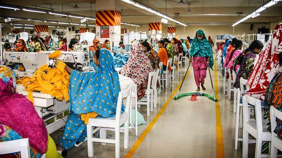 0e4555e6 De syr klær for det norske markedet, men lønnen strekker ikke til ...