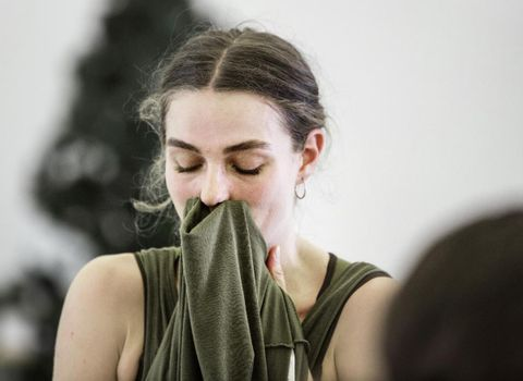 KORREKSJON: Å få kjeft av koreografen er en del av pakken. En danser må finne seg i å bli korrigert, mener Embla.