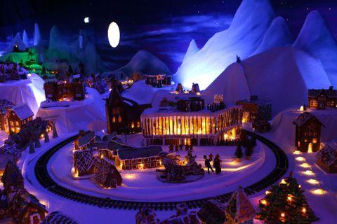 STORSTUEN: Grieghallen er blant flere kjente severdigheter som er representert i pepperkakebyen.