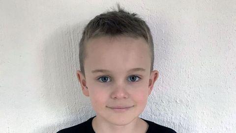 MÅ KRYSSE VEGEN: Sebastian (8) bur på Langhøyane i Radøy kommune. Han skreiv i BT Junior om at han kvar dag er redd for å bli påkøyrd når han krysse ein veg med mykje trafikk for å gå til skulen.