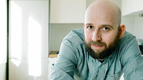 Peter Nielsen (35) måtte finne opp yrket sitt på nytt etter Utøya. Kokken satte seg på skolebenken. Nå er han arbeidsleder på KaffeLykke som driftes av bydel Grünerløkka.