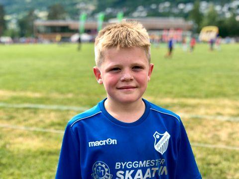 FETTER/BROR: Jens (11) spiller for Jada-kameratene på Os. – Jeg tror vi vant 5–4, men det spiller egentlig ikke så stor rolle. Det er uansett gøy! understreker fotballspilleren.