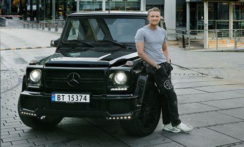 Her på Tjuvholmen har den 28 år gamle eiendomsutvikleren Andreas Arnhoff bodd de siste tre årene. Bilen han kjører rundt i til daglig er en Mercedes G63, som tidligere ble kalt børstraktor.