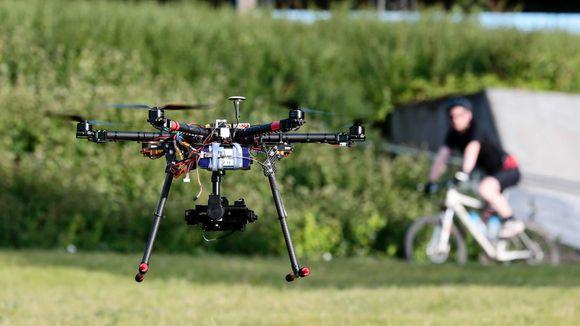 a6bb7634 HVERDAGSKOST: Droner blir et stadig vanligere syn. Her fra en park på  Sinsen i Oslo. FOTO: NTB scanpix
