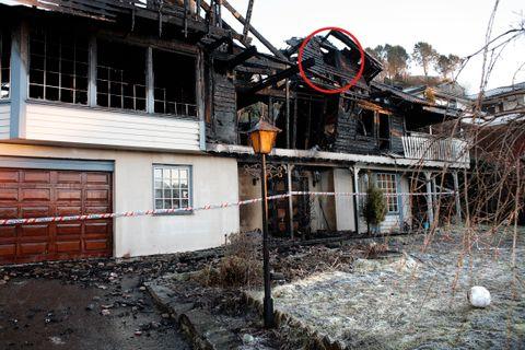BRANN ETTER FYRVERKERI: For ni år siden måtte en 15-åring hoppe ut av vinduet i tredje etasje på denne eneboligen på Sotra, som sto i full fyr en nyttårsaften. Huset brant helt ned.