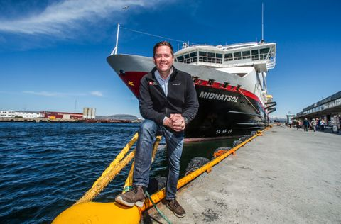 MS «Midnatsol» er det største hurtigruteskipet. Det har 650 sengeplasser og plass til 970 passasjerer. Konsernsjef Daniel Skjeldam gikk om bord i Sandnessjøen.