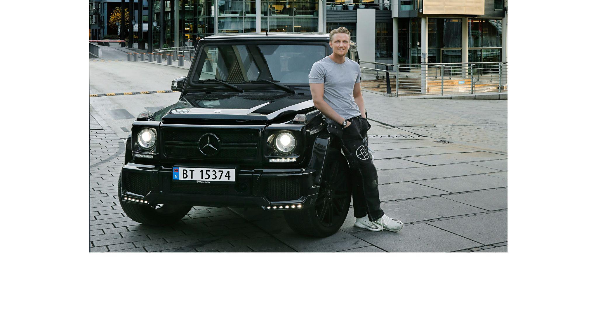 db813d51 Her på Tjuvholmen har den 28 år gamle eiendomsutvikleren Andreas Arnhoff  bodd de siste tre årene. Bilen han kjører rundt i til daglig er en Mercedes  G63, ...