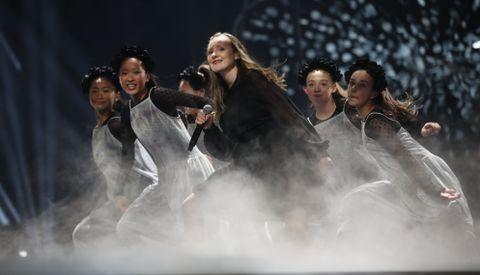 SYNGER OM FLYKTNINGER: Elida Hatlevik (15) sang om flyktninger i MGPjr-finalen.