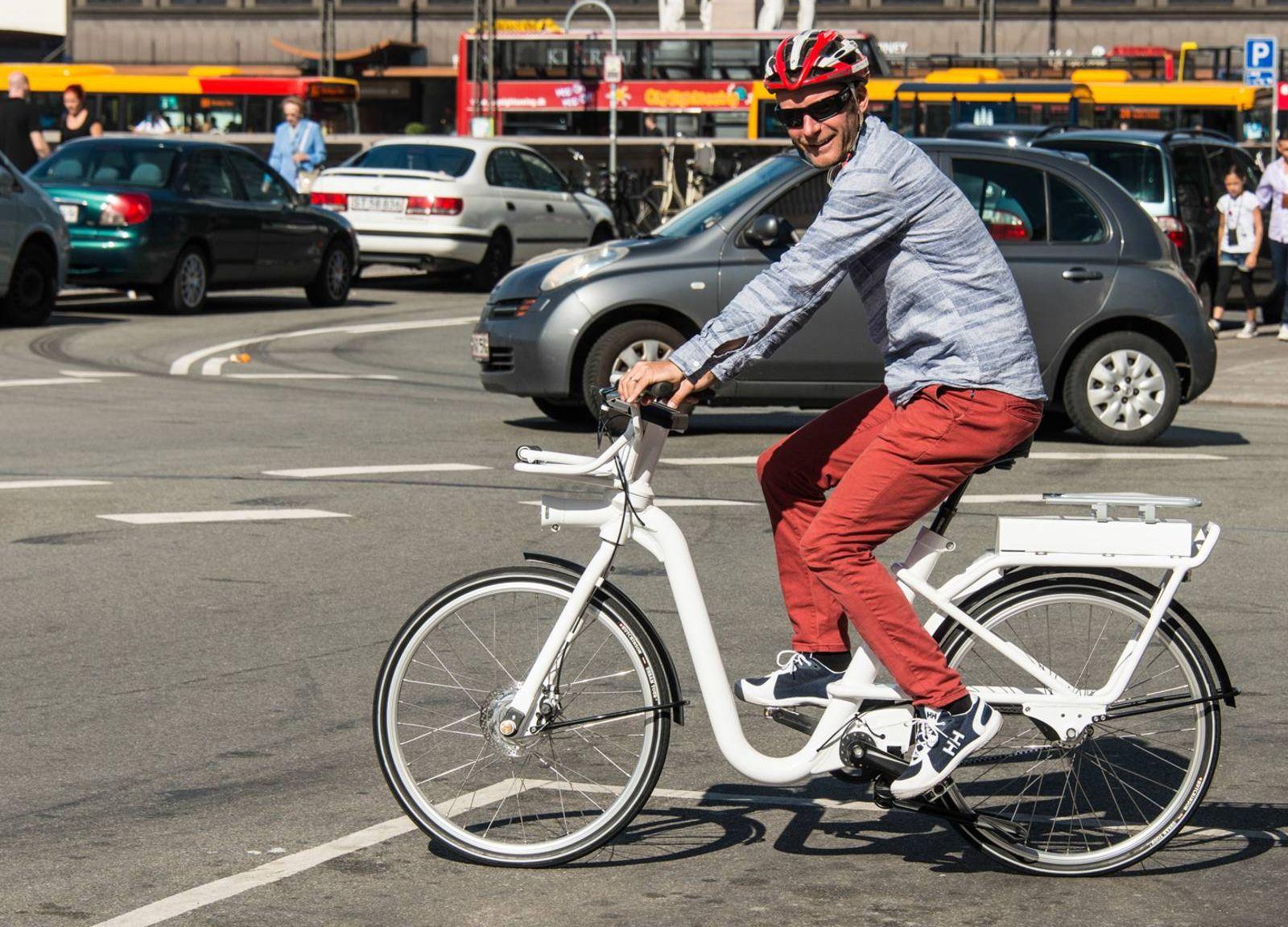 89c91f7c Roar Børresen, prosjektleder for sykkelsatsingen i Stavanger kommune, er  svært entusiastisk for denne el-sykkelen, som kan bli din og min gjennom ...