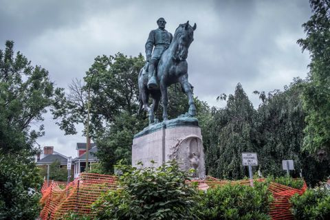 STATUEN: Robert E. Lee var general i sørstatshæren under borgerkrigen.