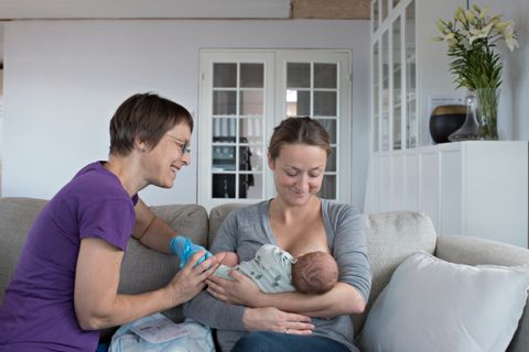 c87d2436 KOM HJEM: I oktober i fjor var BT på besøk hos Filip, som bare hadde en  lynvisitt på KK før han dro hje med mamma Renate Larsen.