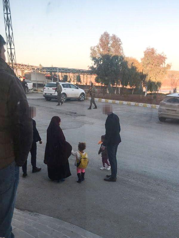 Norge henter syk gutt hjem fra Syria. Moren får bli med.