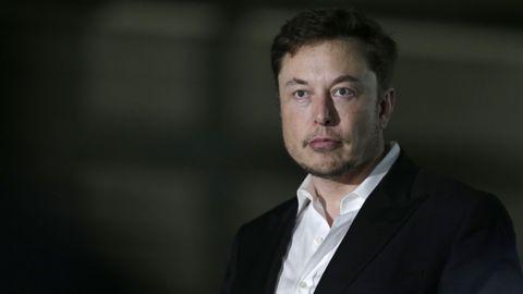 MÅNEN: Grunnleggeren av SpaceX, Elon Musk, har signert en person som vil være den første private passasjeren som reiser rundt månen.