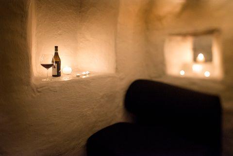 VIN OG KOS: På Altona vinbar & kjøkken får du kunnskapsrik service og et enormt vinutvalg i romantiske og koselige lokaler.