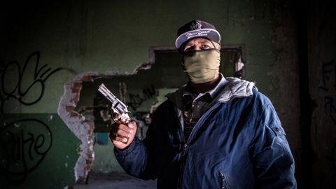 – Jeg er ikke bare en leiemorder lenger. Det meste av tiden min nå går med til å trene Juarez-kartellets dødsskvadroner.