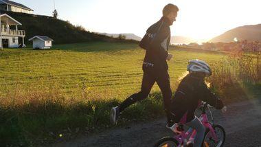 Tre små barn og full jobb. Likevel er han en av Norges raskeste med syv timer trening i uken. Les tipsene.
