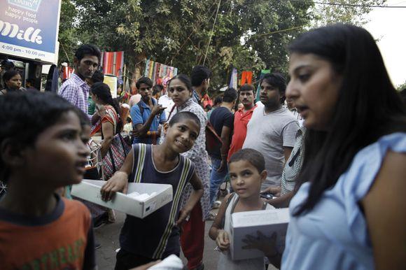 de298afc Aftenposten møter (f.v.) Akshay (8), Mohinder (10) og den eneste jenta i  flokken, Kamini (6), som selger tråder og enkle varer på et av Delhis mange  ...