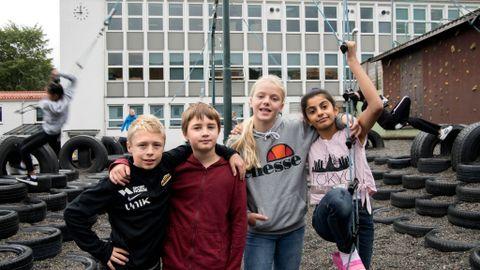 BEDRE MILJØ: Sjetteklassingene Endre Grindvik Sirevaag, Sverre Lundberg Samuelsen, Frida Hegland Krzywinski og Noor Rasool Al-Rubay liker «Livet»-timene. Ved å snakke om følelsene sine blir de bedre kjent med hverandre.