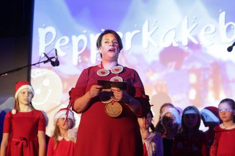 SENTRALBADET: Ordfører Marte Mjøs Persen åpnet den 28. pepperkakebyen.