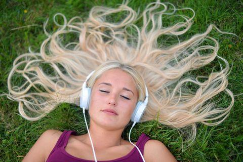 DRØM DEG VEKK: Legg deg ned, lukk øynene og la musikken ta deg til andre tanker.