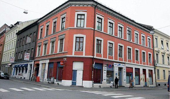 8d6bf594 Calmeyers gate 9: Etter at mannen tok over gården, ble det innredet et  studio med resepsjon og små rom i hjørneleiligheten i første etasje.