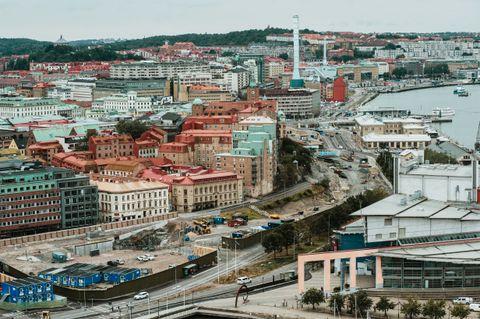 TOGSLANGEN: En åtte kilometer lang togtunnel skal slange seg gjennom og rundt Göteborg sentrum i fremtiden. Gravearbeidene er i gang.