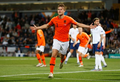Ajax- og Nederland-stopper Matthijs de Ligt er ønsket av mange storklubber i Europa. Her etter scoring mot England i Nations League-semifinalen.