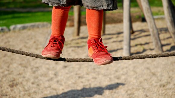 Bort med vinterskoene, slik finner du gode sko til barna