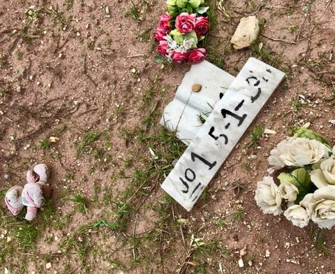 NUMMER: – Vil jeg akseptere at det blir sånn for meg, om jeg dør, at jeg får en grav uten mitt navn, at jeg bare blir liggende under jorden som et tall, eller ikke det en gang. Nei, sier Ali Watti etter å ha besøkt gravplassen for druknede flyktninger.