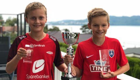 VANT: Joakim og Frederik Aasen (11) fikk første og tredjeplass i sjakk-NM, klassen miniputt. De spiller for Haukås sjakklubb.