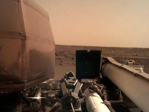 TEKNOLOGI: Det er ingen mennesker med til Mars. Teknologien skal alene finne ut av hva Mars er bygget opp av.