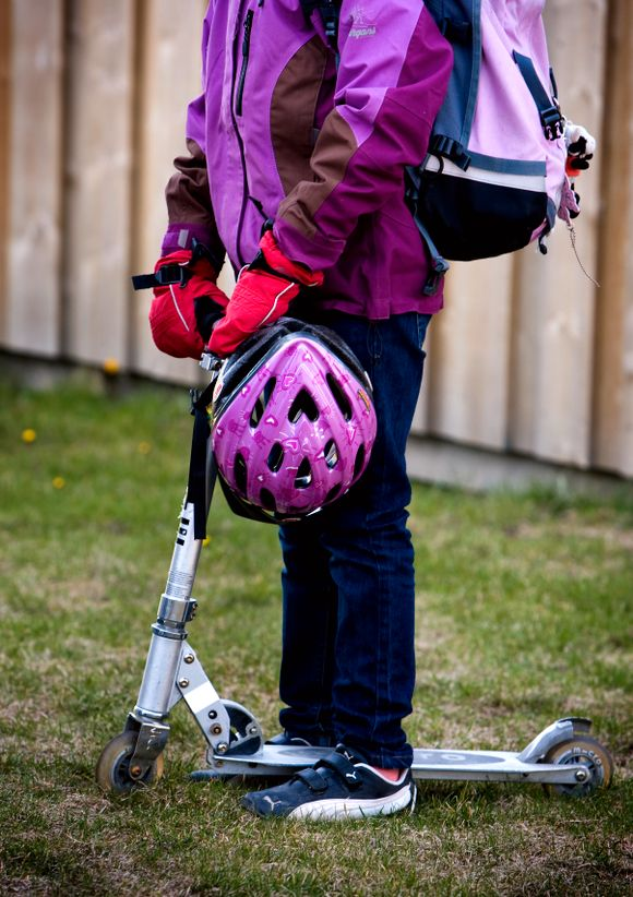8a48d98d KOSTBAR SKOLESTART: Det kan bli store utgifter ved skolestart om klær, sko,  sekk, hjelm, skolesekk og utstyr til fritidsaktiviteter skal oppgraderes og  være ...