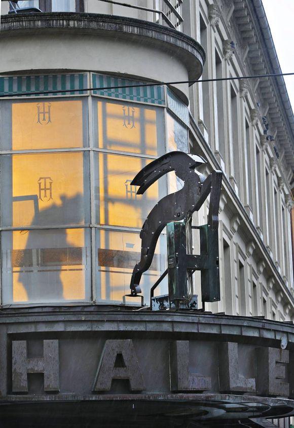 2789851c Arbeidet med å restaurere Hallén-Gården i Thorvald Meyers gate 59 er i full  gang, men pressen får ikke lov til å komme inn i bygget.