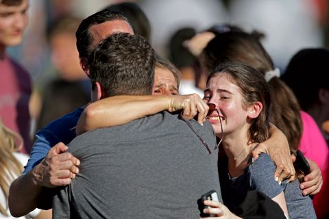 GJENSYNSGLEDE: En familie blir samlet igjen etter hendelsen. De var glade for å se hverandre igjen.