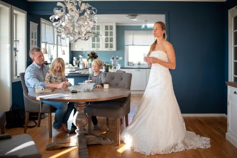 KJOLE NR. 3: Heidi Hagaløkken har aldri vist samboeren Thomas Willard (38) denne kjolen før, som hun skulle bruke i bryllupet Thomas trakk seg fra. Emma (7) og Elias (9) har heller aldri sett kjolen.