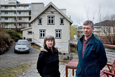 PENGENE: – Noen synes kanskje det er rart, men pengene kan aldri erstatte det vi har her. Dette er vårt hjem, sier Bjørg og Alf Slettebakken.