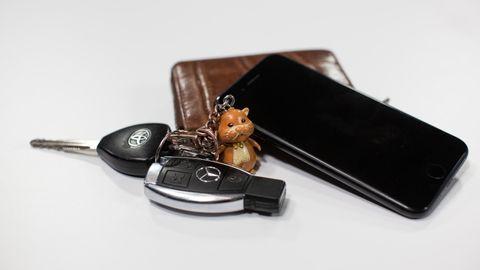 STRESSOBJEKTENE: Nøkler, lommebok og mobil er tre av de mest stressfremkallende tingene vi omgir oss med.