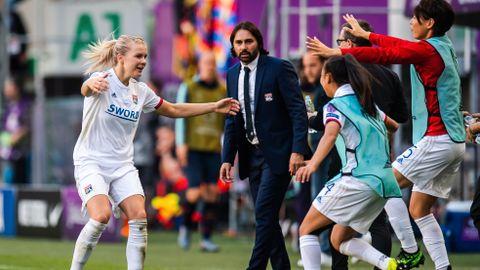 99824ff0 Reynold Pedros slutter som trener for Lyons kvinnelag i fotball etter fem  titler på to sesonger. Dermed får Ada Hegerberg ny trener.