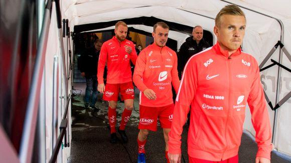 592291c2 HAR STARTET: Petter Strand (midten) er én av bare tre Brann-spillere som  har startet alle Branns kamper i år. Taijo Teniste (foran) og Henrik  Kjelsrud ...