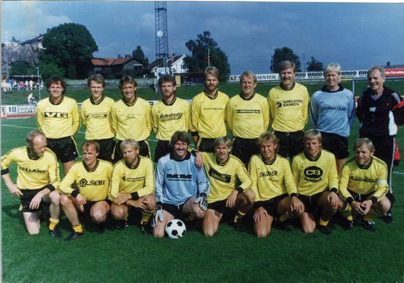 66a472fe Bak fra venstre: Svein Mathisen, Audun Myhre, Gunvald Slatlem, Svein  Kaalaas, Helge Breilid, Reidar Flaa, Thorgny Svendssen, Roald Rørheim og  Karsten ...