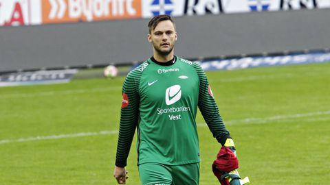 OVER OG UT: Piotr Leciejewski er straks klar for klubben Zaglebie Lubin i hjemlandet. Brann-karrieren er over etter nesten syv år.