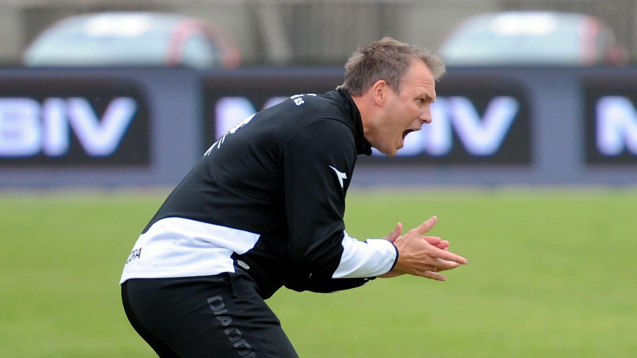 d18f1c2a Bryne-trener Ole Hjelmhaug har vært under hardt press den siste uken. Det  presset blir ikke mindre etter at laget rotet bort tomålsledelse borte mot  et ...