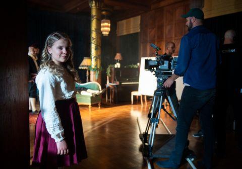 SKUESPILLER: Hermine pleide å stå på badet og leke skuespill. Nå spiller tolvåringen i «Jul i Blodfjell».