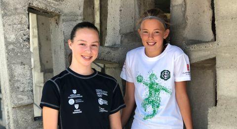 Mariell (13) og Anneli (12) har kost seg på idrettsleir denne uken!