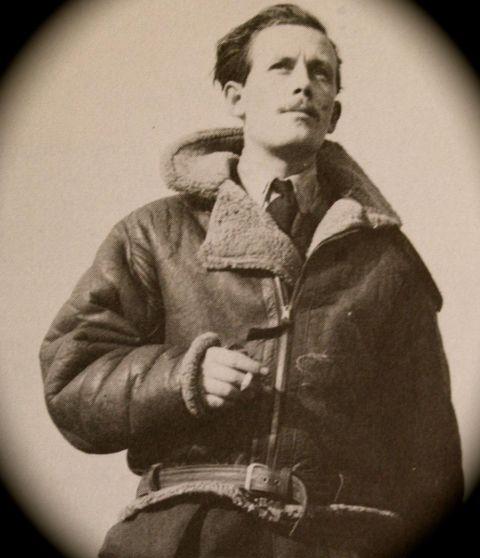 GAV ORDREN: I løpet av sekundar tok pilot og angrepsleiar Arthur «Junior» Simmonds avgjerda som brått gjorde kystruteskipet «Austri» til mål for eit massivt alliert flyåtak.foto Frå Roy C. Nesbilts bok «The Strike Wings»