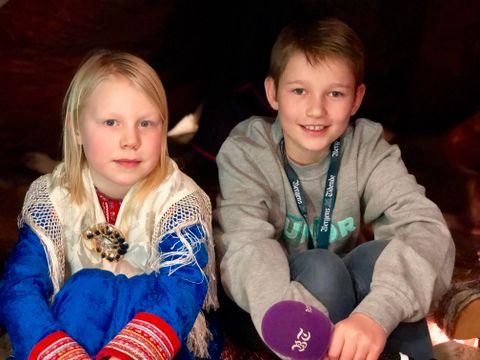 SAMME SKOLE: Saga (9) og juniorreporter Jonas (12) går på samme skole.