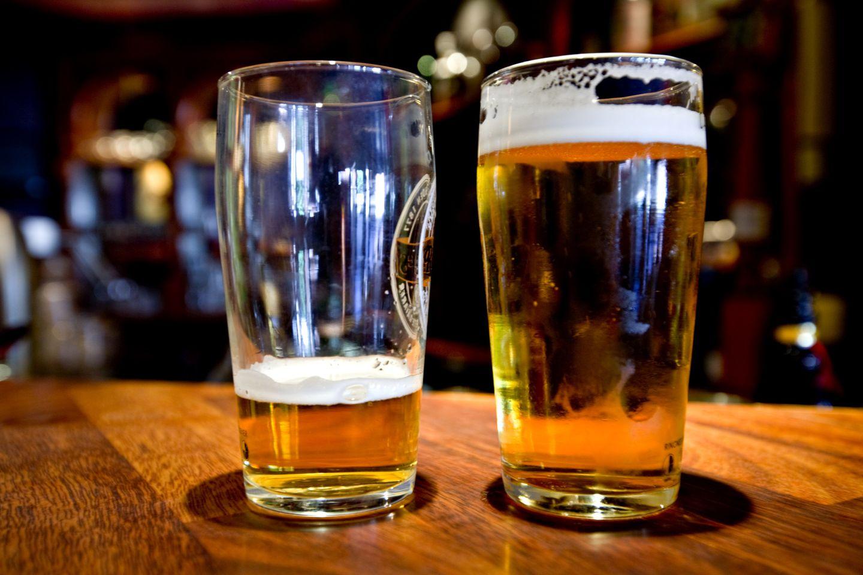 Alkohol på jobb burde vere ulovleg